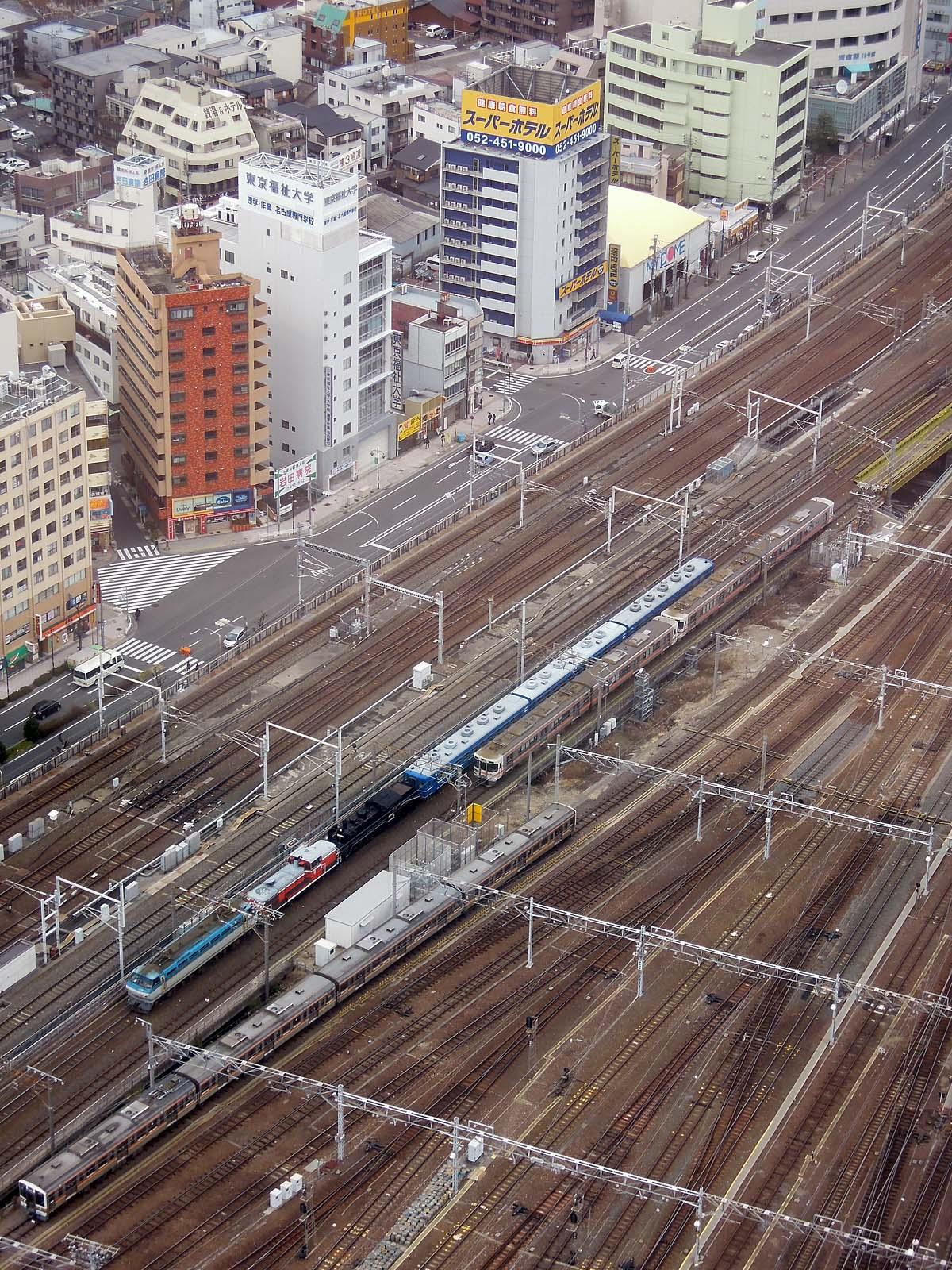 EF66-113 + DE10-1118 + C56-160 + 12系客車